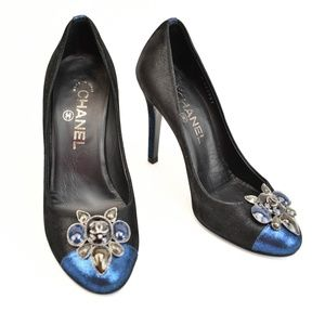 "CHANEL ""Runway"" Metallic Black/Blue C"" Logo Pumps"